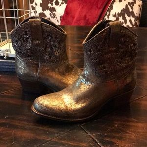Frye Deborah gold ankle boots!